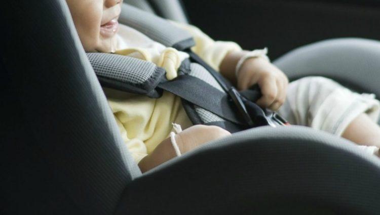 Seggiolini auto anti-abbandono, obbligatori i sensori salva-bebé.